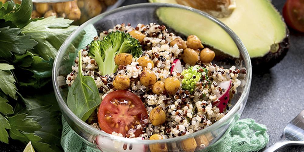 Salada de quinoa e grão de bico
