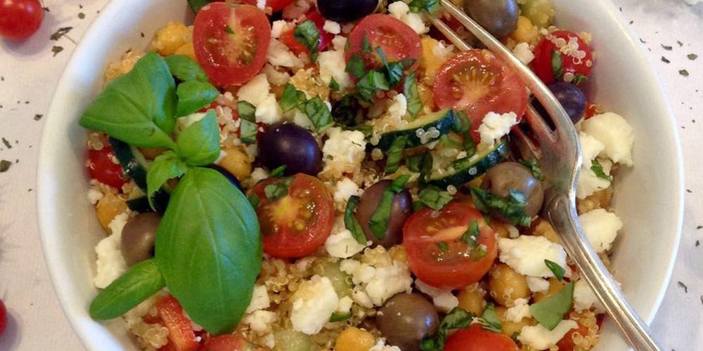 Salada de grão-de-bico com quinoa